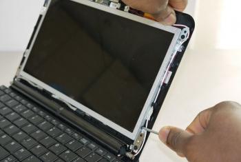 Thay màn hình laptop chính hãng lấy ngay